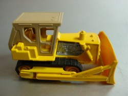 min64england-Caterpillar-yellowwheels-20111202